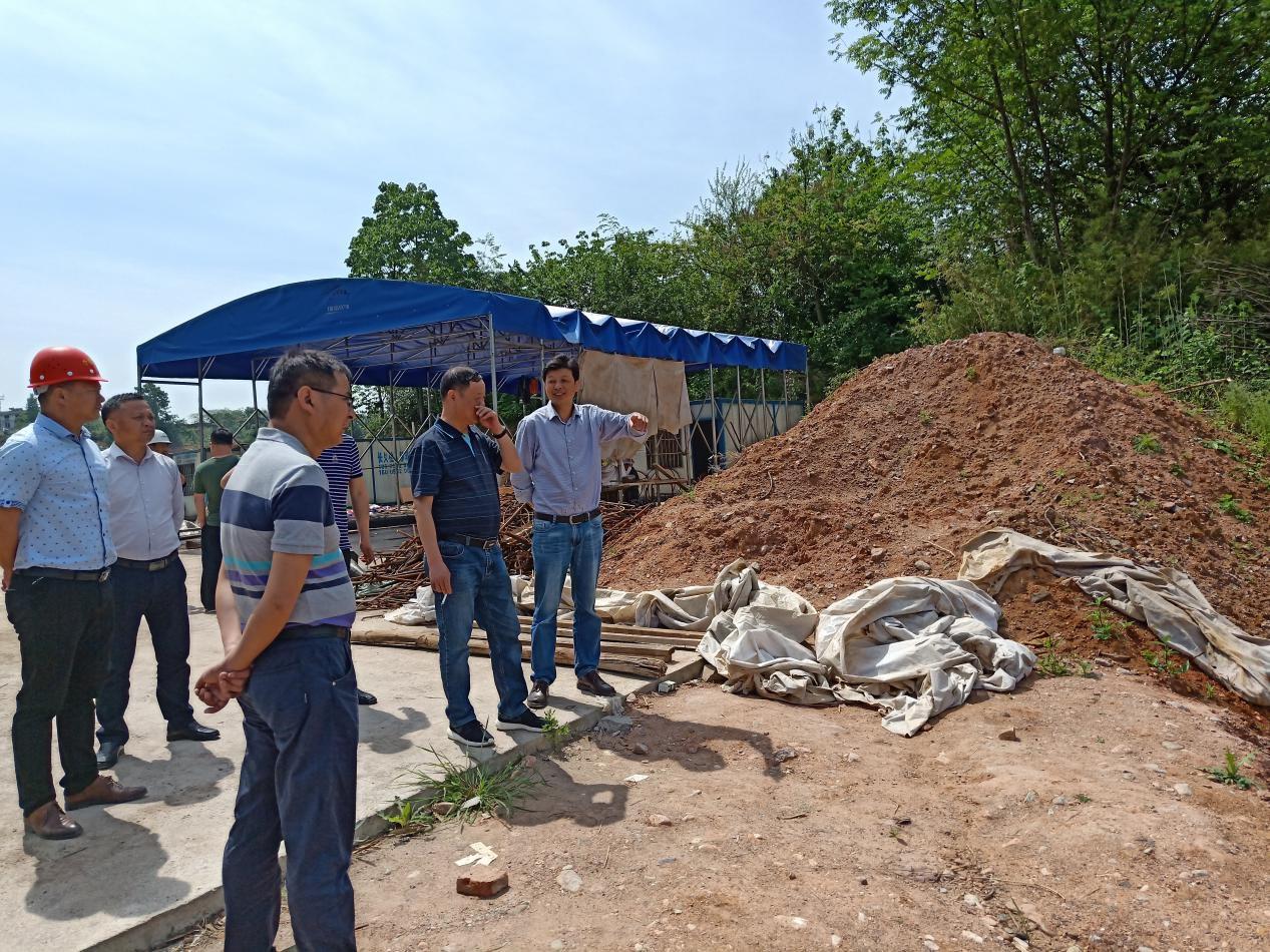 公司领导率队巡查G236、S221项目建设情况