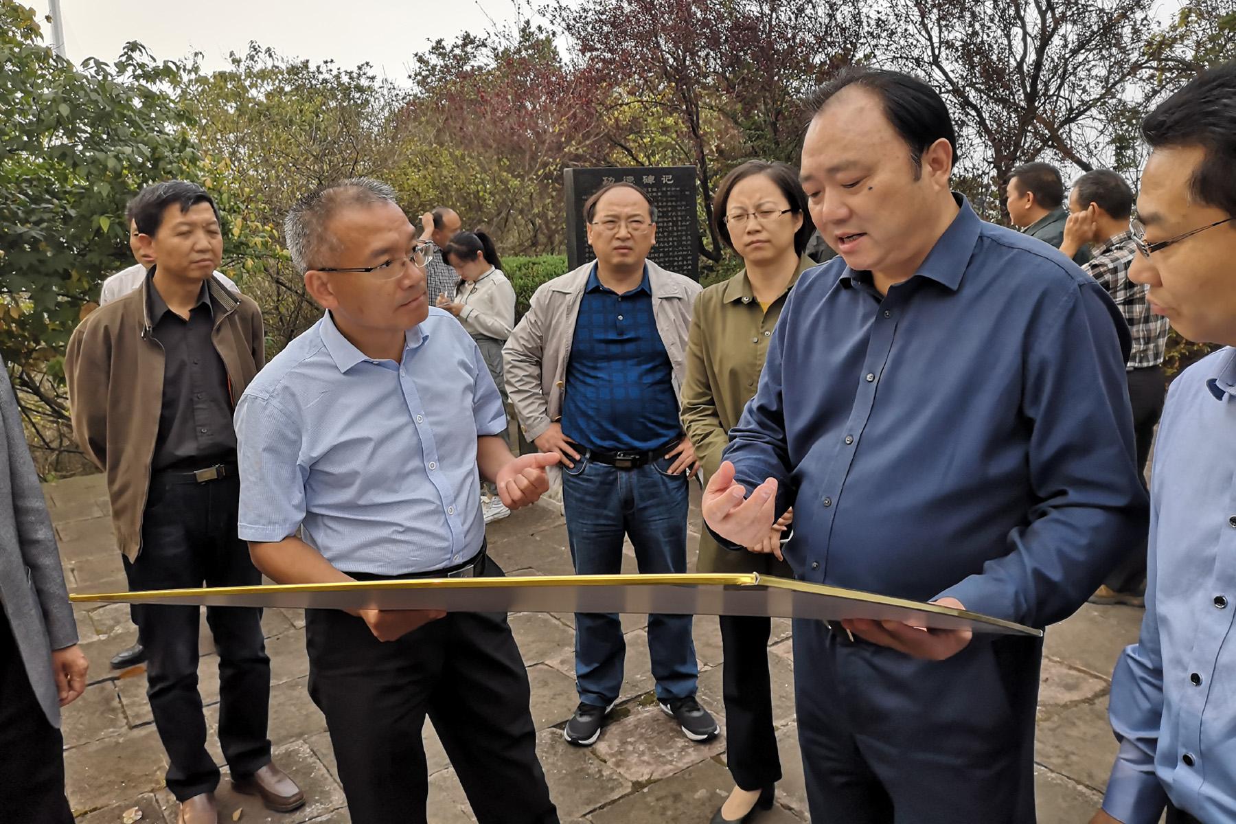 市长胡启生调研羊山矶时听取公司G3铜陵长江公铁大桥工可进展汇报