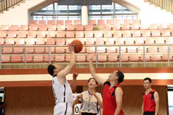 公司与中铁大桥勘察设计院开展职工篮球友谊赛